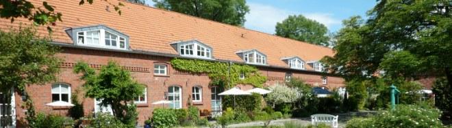 Das heutige Grundstück Alt-Wittenau 38 - 38 V hatte schon seit der Gründung eine besondere Bedeutung. Noch zu Anfang des 20. Jahrhunderts wurde das Anwesen, es war stets das stattlichste von Wittenau, als Lehngut bezeichnet, denn hier lag von Anfang an der Hof des Lehnschulzen.